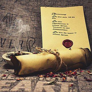 Ein Geschenk zur Mittelalterhochzeit 🌠🌠 #mittelalter #div #wedding #hochzeit #geschenk #selbstgemacht #seelenliebe #seelenverwandte #middle #idea #mitliebegemacht #instago #whatsapp📲 #love #blogger #blogg #blog #craft #anleitung #insta #räuchern #rosenblüten #salbei #fotografie #photography