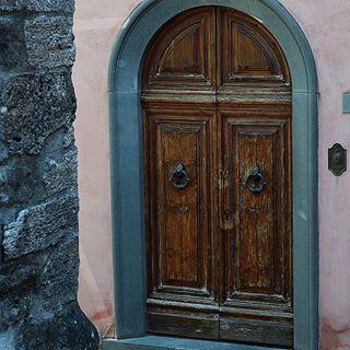 Alte Türen erzählen eine lange Geschichte 😍 #tür #türen #door #doors #urban #urbanstyle #insta #instagood #instagramers #instagood #türkis #farbe #colour #alt #old #montecatini #montecatinialto #italy #italien #travel #toscana #travelphotography #travels #instatravel
