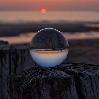 Mal ohne Worte!❤🍀No Words #crystal #crystalsunset #sunsets #sonnenuntergang #niceday #nice #schönertag #sunbeams #glasballphotography #crystalphotography #glaskugel #kugel #natur #outside #see #love #liebe #seelenverwandte #karma #naturbild #nikon #insta #instago #instagram