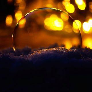 Abendstimmung mit einer Seifenblase 😍🍀 #soapballs #seifenblasen #seifenblase #evening #abendstimmung #instagood #insta #soap #gemütlich #test #instago #nice #nicepic #niceone #lights #light #licht #schatten #shadow #perfekt #nahaufnahme #nah #perfectday